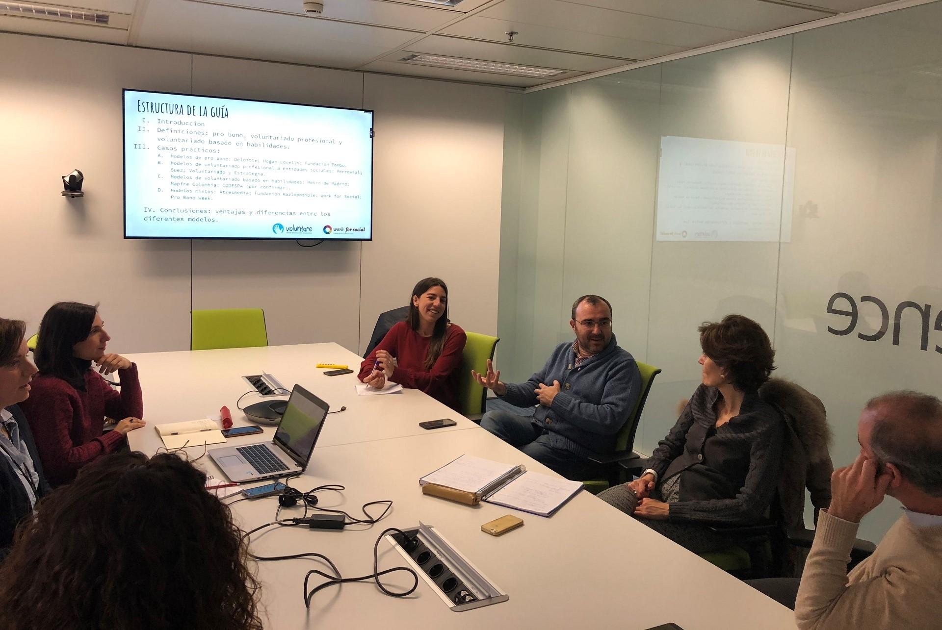 reunion grupo trabajo voluntare voluntariado corporativo pro bono