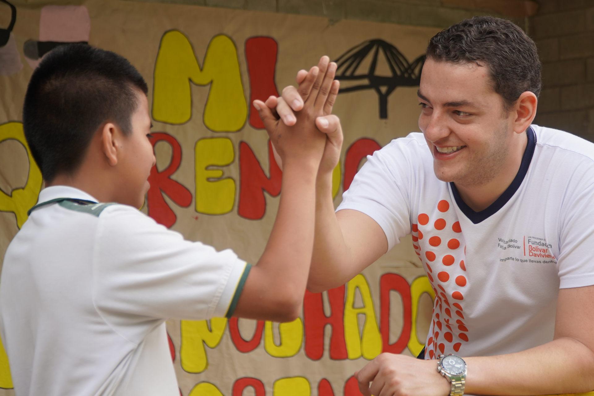 voluntarios corporativos colombia fundacion bolivar da vivienda
