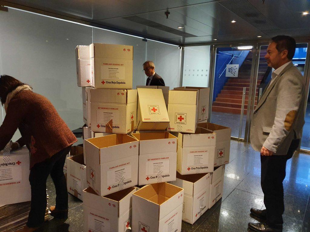 enredando voluntarios red electrica kits higie bebes cruz roja española pobreza infantil