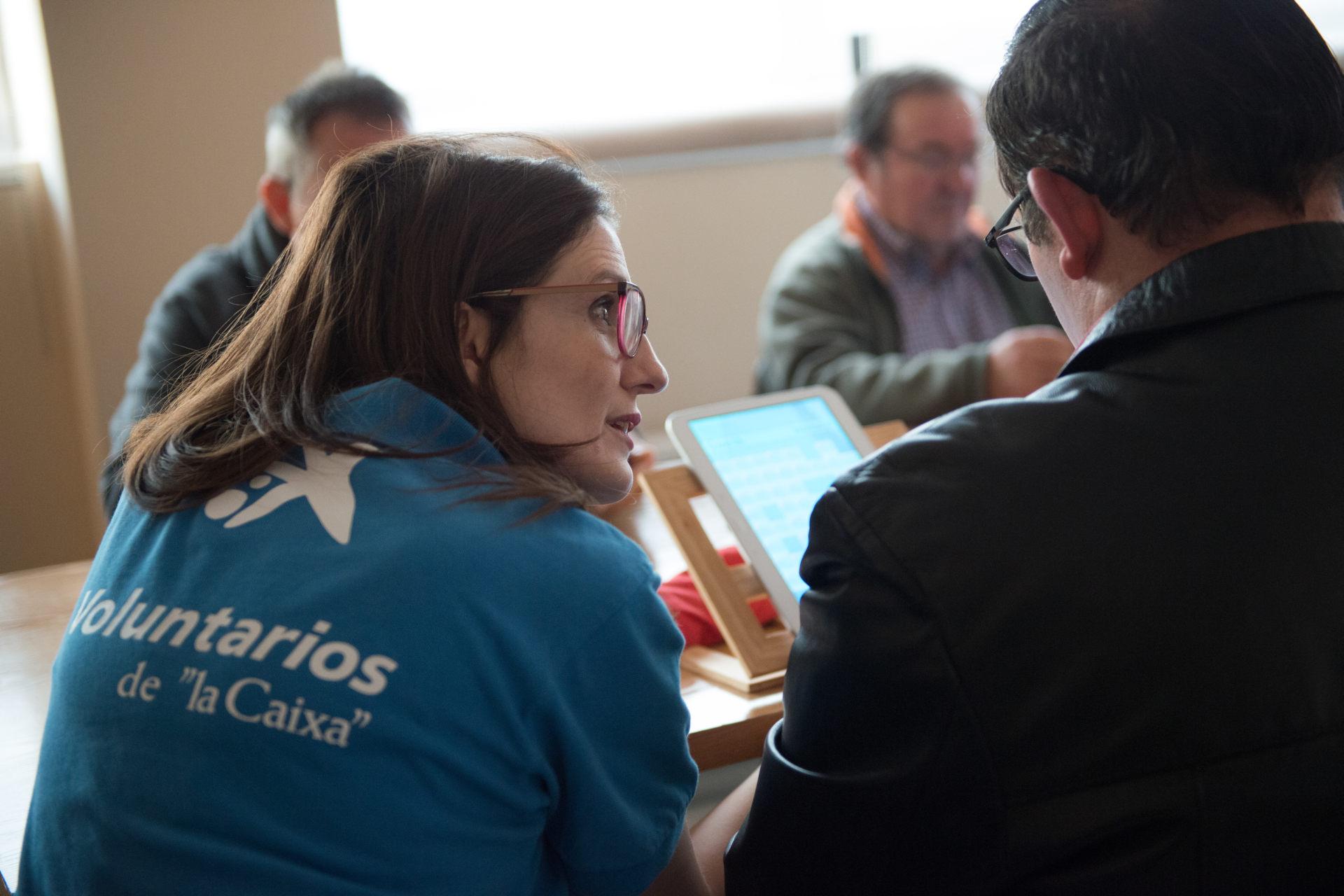 voluntarios caixa reducen brecha digital a través de formacion a usuarios y profesionales de las ong